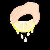 レモンを下に向けてしぼる